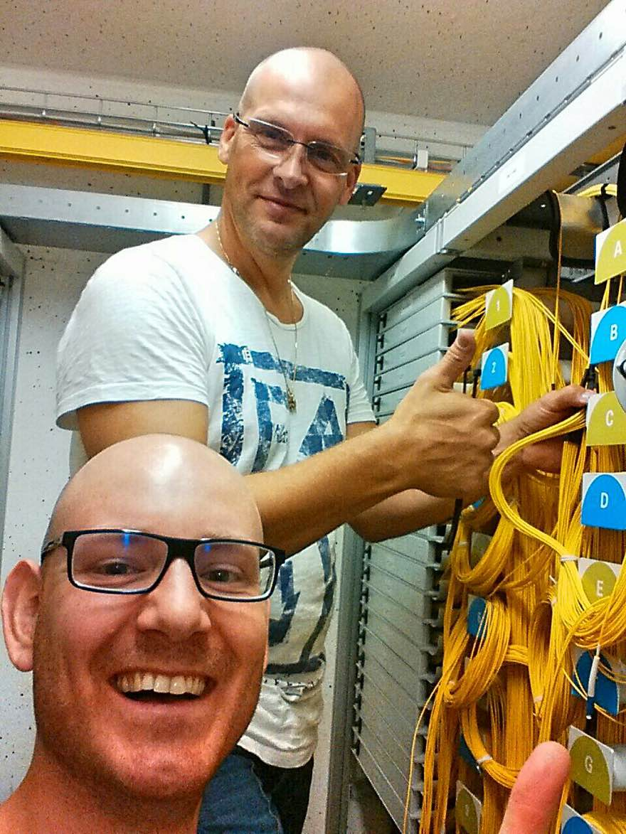 Jan en Lars als happy monteurs